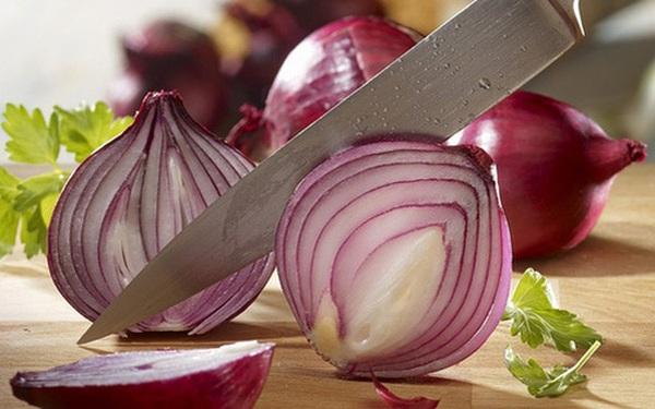 """Hành tây là """"vua chống ung thư"""" nhưng có 5 loại thực phẩm không nên ăn cùng nó kẻo mang thêm bệnh vào người"""