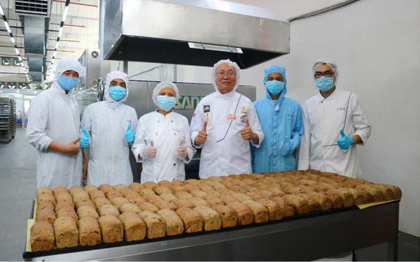 """Vua bánh mỳ Thanh Long Kao Siêu Lực gửi """"tấm lòng"""" vào tâm dịch"""
