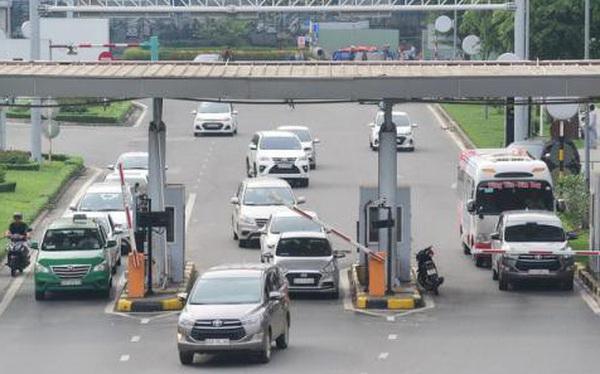 Xe ô tô vào sân bay mất phí 5-10 nghìn đồng cho 10 phút đầu
