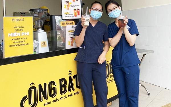 Cà phê Ông Bầu mang cả quầy nước đến các bệnh viện tuyến đầu nhằm tiếp thêm năng lượng cho y bác sỹ chống dịch