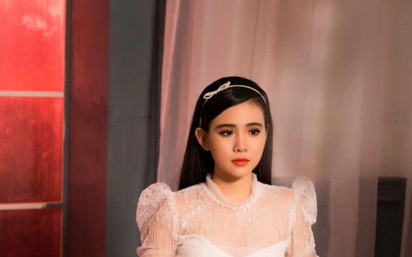 Một con gái nuôi của Phi Nhung từng tiết lộ: Cát-xê tăng từ khi được nhận nuôi, kiếm được đồng nào đều đưa mẹ giữ