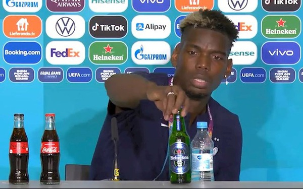 """Tiếp bước đàn anh Ronaldo, cầu thủ Pogba cũng hắt hủi chai Heineken, vốn hoá hãng bia """"bốc hơi"""" nhè nhẹ 320 triệu USD"""