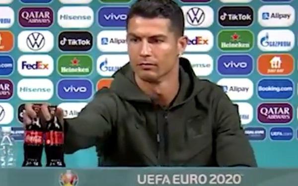UEFA sẽ trừng phạt đội nào để cầu thủ học đòi Ronaldo, tự ý di chuyển chai nước của nhà tài trợ