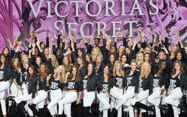 """Victoria's Secret cho các thiên thần nội y """"nghỉ hưu"""""""