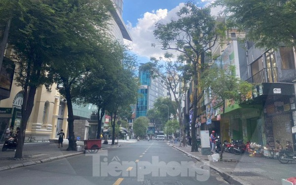 TPHCM khác lạ trong ngày đầu cấm giao thông công cộng