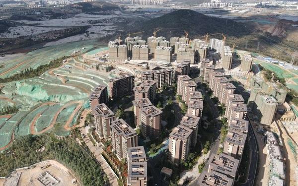 Bùng nổ giá nhà, một ngọn núi tại Trung Quốc bị bê tông hoá