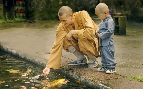"""Nhà sư """"đẹp trai nhất"""" Trung Quốc: Từ bỏ công việc """"đáng đồng tiền bát gạo"""" đi tu ở tuổi 29, phiên bản đời thực của Đường Tăng!"""