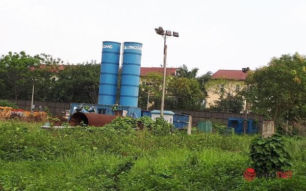 """Công ty CP Tập đoàn Đầu tư Long Giang nợ hơn 9 tỷ đồng tiền thuế ở Chi cục thuế quận Long Biên và đây là một dự án """"đắp chiếu"""" của Công ty này dù đã được gia hạn thêm thời gian sử dụng."""