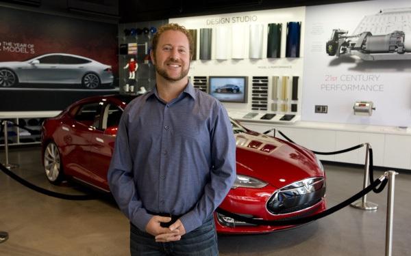 Bản CV đẹp như mơ của Giám đốc Phát triển thị trường của VinFast Mỹ: 10 năm đầu quân cho Tesla, từng quản lý nghệ sĩ, tốt nghiệp 2 trường đại học