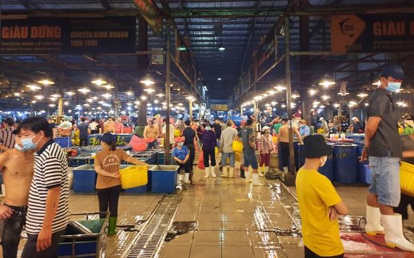 Khẩn trương làm sạch các chợ truyền thống tại Tp. HCM