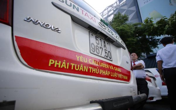 """Khi Grab đã bắt đầu """"hái quả ngọt"""" ở Việt Nam, Vinasun ngậm ngùi gồng lỗ quý thứ 7 liên tiếp: Phải thanh lý xe cũ, cắt giảm 600 nhân viên"""