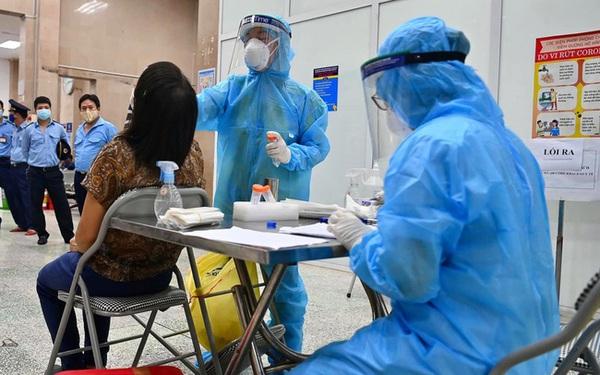 Hà Nội thêm 10 ca dương tính SARS-CoV-2, trong đó 1 người phát hiện qua sàng lọc ho sốt ngoài cộng đồng