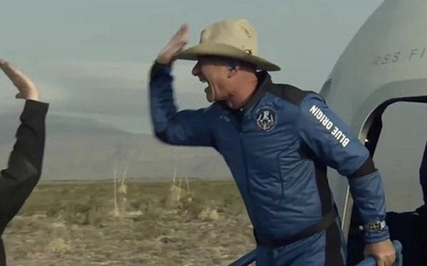 Không bay vào không gian như Jeff Bezos, đây là cách các tỷ phú Trung Quốc kiếm tiền từ ngành công nghiệp vũ trụ