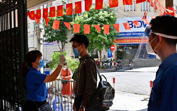 Ảnh: Hà Nội bắt đầu chiến dịch tiêm vắc xin Covid-19 cho người dân trên diện rộng