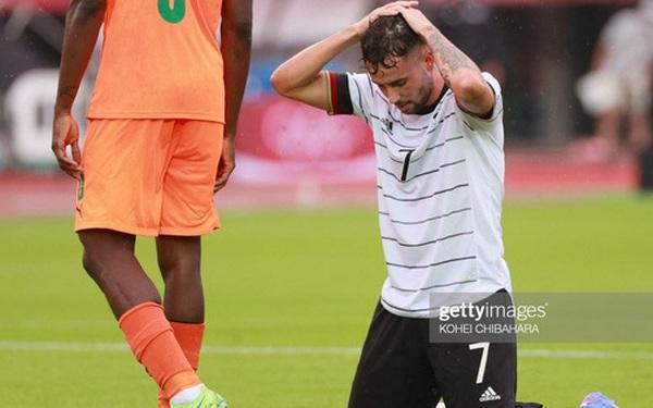 """Ghi siêu phẩm """"đẹp như tranh vẽ"""", Olympic Đức vẫn bị loại đầy cay đắng"""