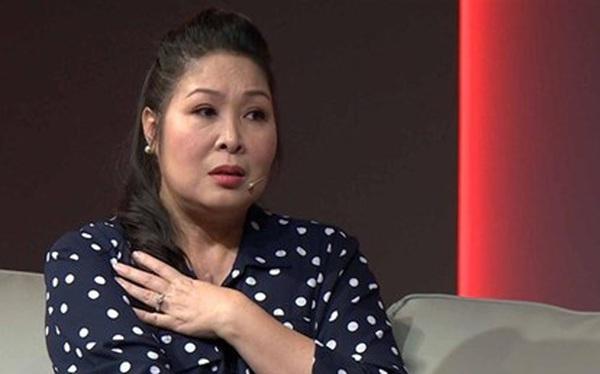 """Fanpage Hồng Vân bất ngờ bỏ danh hiệu """"Nghệ sĩ nhân dân"""" ra khỏi tên: Chuyện gì đã xảy ra?"""