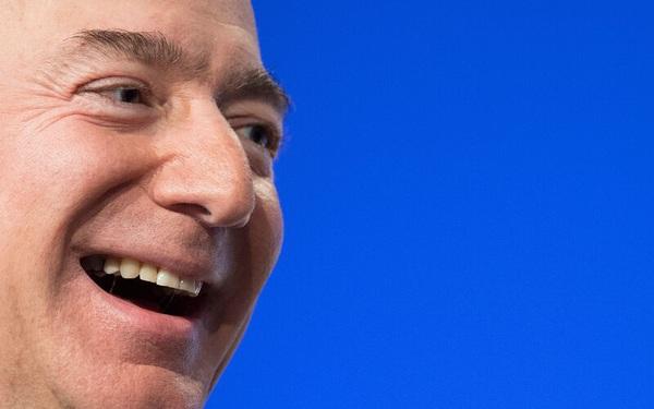 Cách Jeff Bezos giúp Amazon trị vì suốt 26 năm trên ngai vàng 'vua thương mại điện tử': Mãi mãi tinh thần khởi nghiệp, 'khô máu' với chính đối tác miễn sao mình sống sót