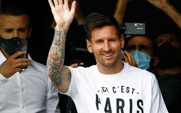 Gia nhập PSG, Messi được hộ tống như lãnh đạo cấp cao: 3 xe Mercedes giống hệt nhau, cả dàn phân khối lớn dẫn đường