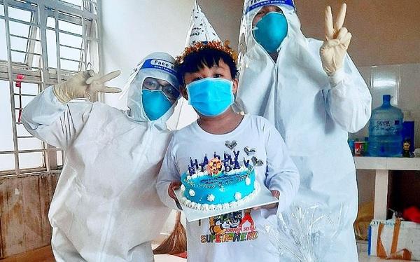 """Sinh nhật đặc biệt của """"siêu nhân Ken"""", cậu bé 9 tuổi mất mẹ trước cổng bệnh viện, cả nhà chịu tai ương vì COVID-19"""