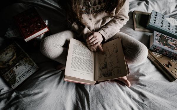 Học theo tỷ phú: Bill Gates có thói quen đọc sách trước khi ngủ, giúp bớt căng thẳng và dễ giàu có hơn
