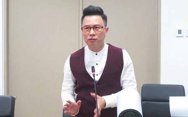 """""""Thầy Lê Anh sử dụng mạng xã hội Facebook là quyền tự do ngôn luận và thông tin cá nhân"""""""