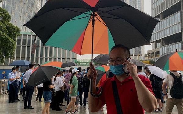 Từng là động lực của kinh tế Trung Quốc, tập đoàn BĐS nợ nhiều nhất thế giới đang chìm trong khủng hoảng: Sắp vỡ nợ, nhà đầu tư phẫn nộ kéo đến đòi tiền