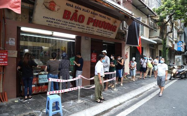 Hà Nội: Quận Tây Hồ chỉ đạo xử lý nghiêm tiệm bánh Trung thu Bảo Phương để khách xếp hàng tấp nập