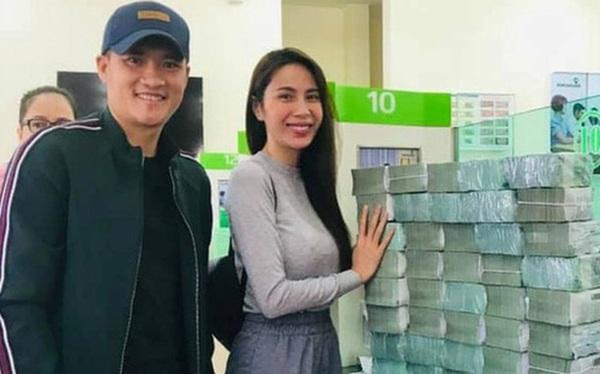 Số tiền Công Vinh - Thủy Tiên cứu trợ miền Trung không dừng lại ở 177 tỷ đồng, vợ chồng nam cầu thủ góp bao nhiêu?