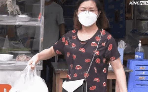"""Ngày đầu Hà Nội được bán đồ ăn mang về: """"Tôi đi mua 8 bát phở"""""""