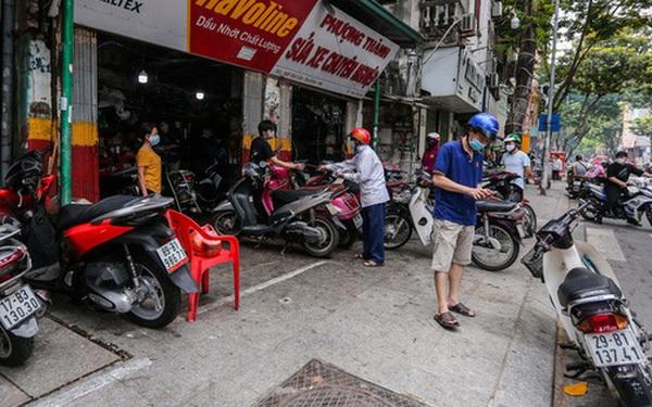 CLIP: Được mở trở lại, nhiều cửa hàng sửa chữa xe máy từ chối nhận khách vì quá tải