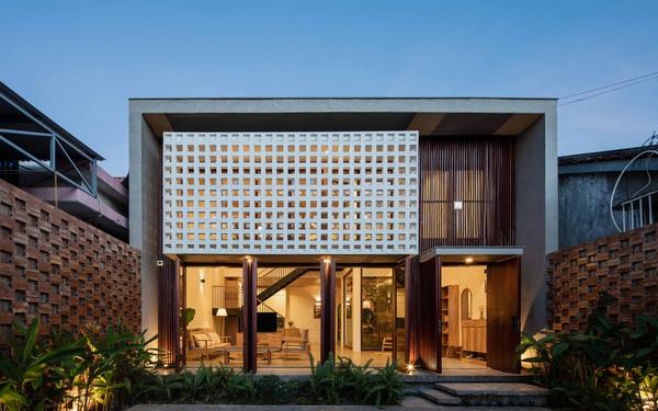 """Nhà 320m2 ở Tây Nguyên với """"vibe"""" thư thái an yên quá đỗi, mê nhất là khu giếng trời đẹp như resort"""