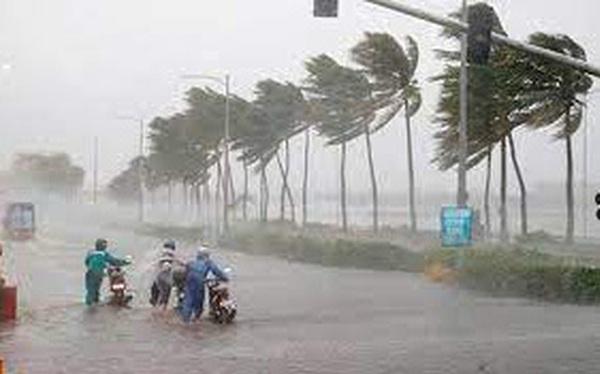 Áp thấp nhiệt đới di chuyển rất nhanh hướng vào đất liền, cảnh báo mưa lớn, nguy cơ xảy ra lũ quét, sạt lở tại các tỉnh miền Trung