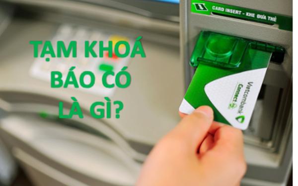 """Vietcombank chính thức lên tiếng, làm rõ khái niệm """"tạm khoá báo có""""!"""