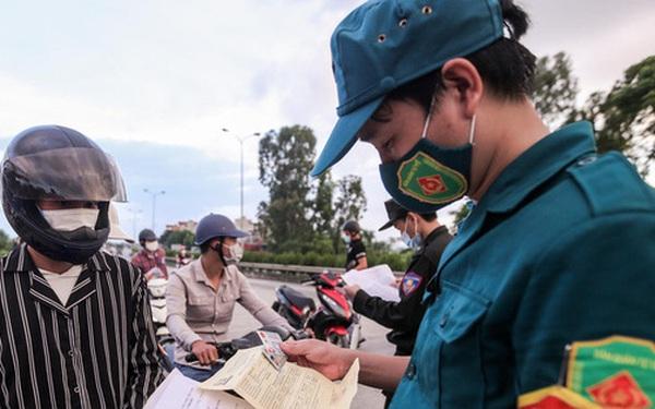 CLIP: Người dân các tỉnh ùn ùn đổ về Thủ đô sau khi Hà Nội nới lỏng giãn cách xã hội