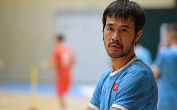 HLV Phạm Minh Giang của ĐT Futsal Việt Nam mắc COVID-19