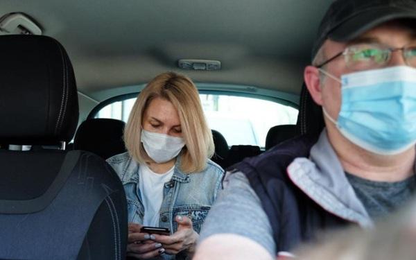 Hoạt động gọi xe 'tơi tả' vì đại dịch, Uber nhanh trí dồn toàn lực vào dịch vụ giao đồ ăn và giao hàng, tự cứu mình ngoạn mục