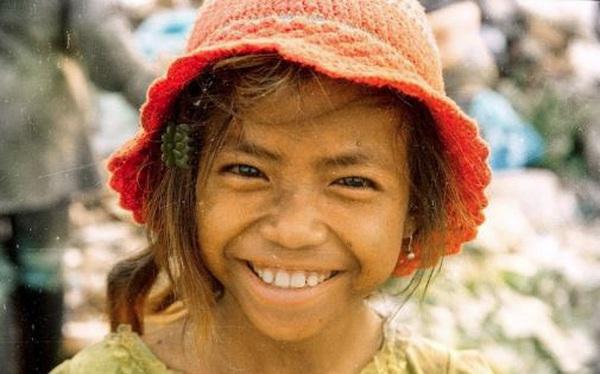 Ngày nào còn đi nhặt rác, giờ cô bé này có cuộc sống khiến ai cũng ghen tị: Tri thức đúng là con đường ngắn nhất đến thành công!