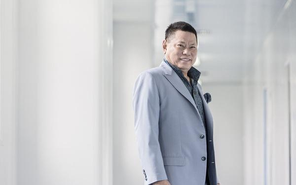 Tỷ phú hứa thay Phi Nhung lo cho 23 trẻ mồ côi: Top 400 người giàu nhất nước Mỹ, ở khu biệt thự hơn 720 tỷ đồng
