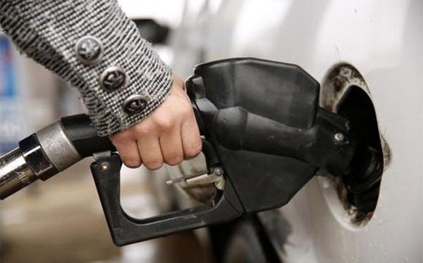 Giá xăng tại Mỹ xuống mức thấp nhất 5 năm rưỡi