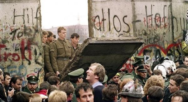 Bức tường Berlin và câu chuyện mô hình tăng trưởng kinh tế