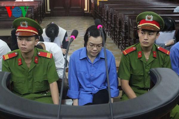 """[Trực tiếp sáng 22/12]: Nhiều bị cáo cho Huyền Như vay hàng trăm tỷ bằng """"niềm tin"""""""