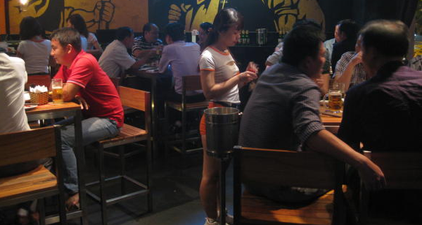 Báo Nhật viết về mô hình 'Beer Club' thu hút tầng lớp trung lưu ở Việt Nam