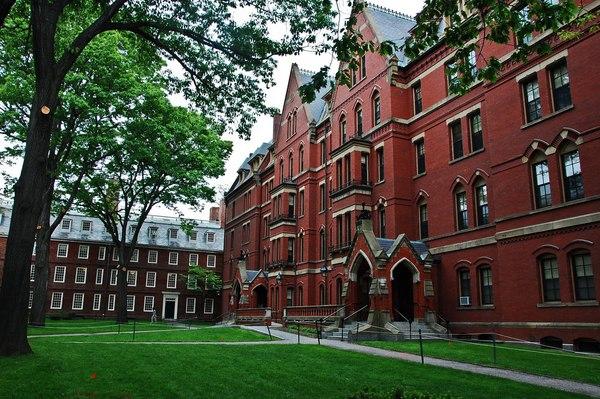 Các trường Đại học xây dựng thương hiệu thế nào để lôi kéo học viên?