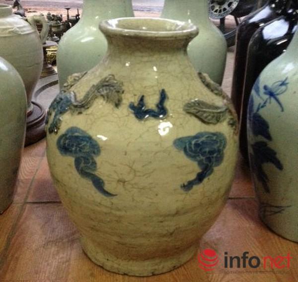 Hà Nội: Đồ cũ giá khủng' rải bán vỉa hè