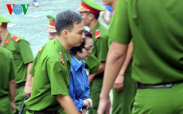"""Phúc thẩm vụ Huyền Như ngày 19/12: Các bị cáo đồng loạt tố """"siêu lừa"""" Huyền Như, xin được giảm án"""