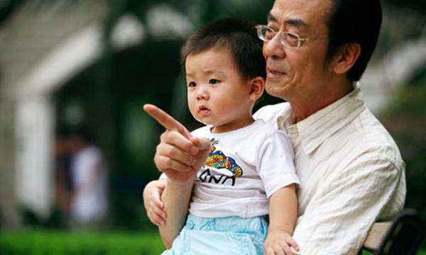 [BizChart] Người Việt chưa giàu đã lo già và lo trả nợ