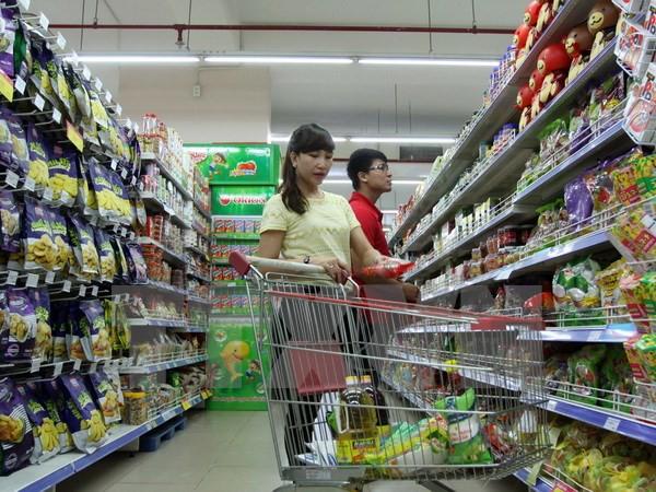 Xăng giảm liên tiếp, người dân 'ngóng đợi' giá tiêu dùng