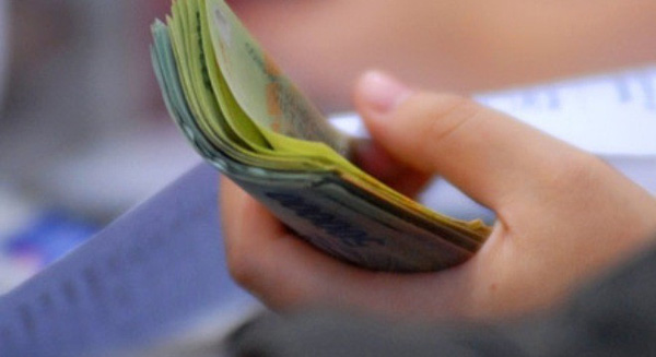 Nặng nợ với lãi suất cho vay tín chấp tiêu dùng