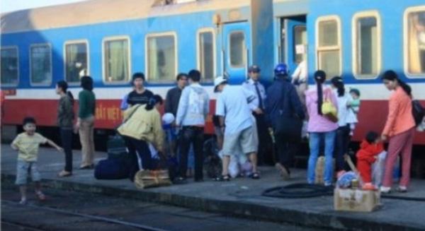 'Chợ đen' công khai bán vé tàu Tết