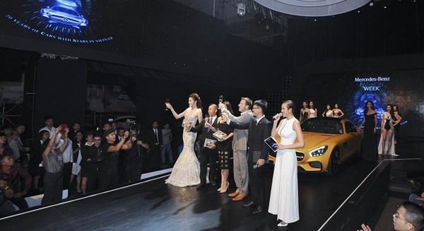 Mercedes-Benz Fashion Week 2015: 20 mẫu xe đỉnh cao và công nghệ trình diễn